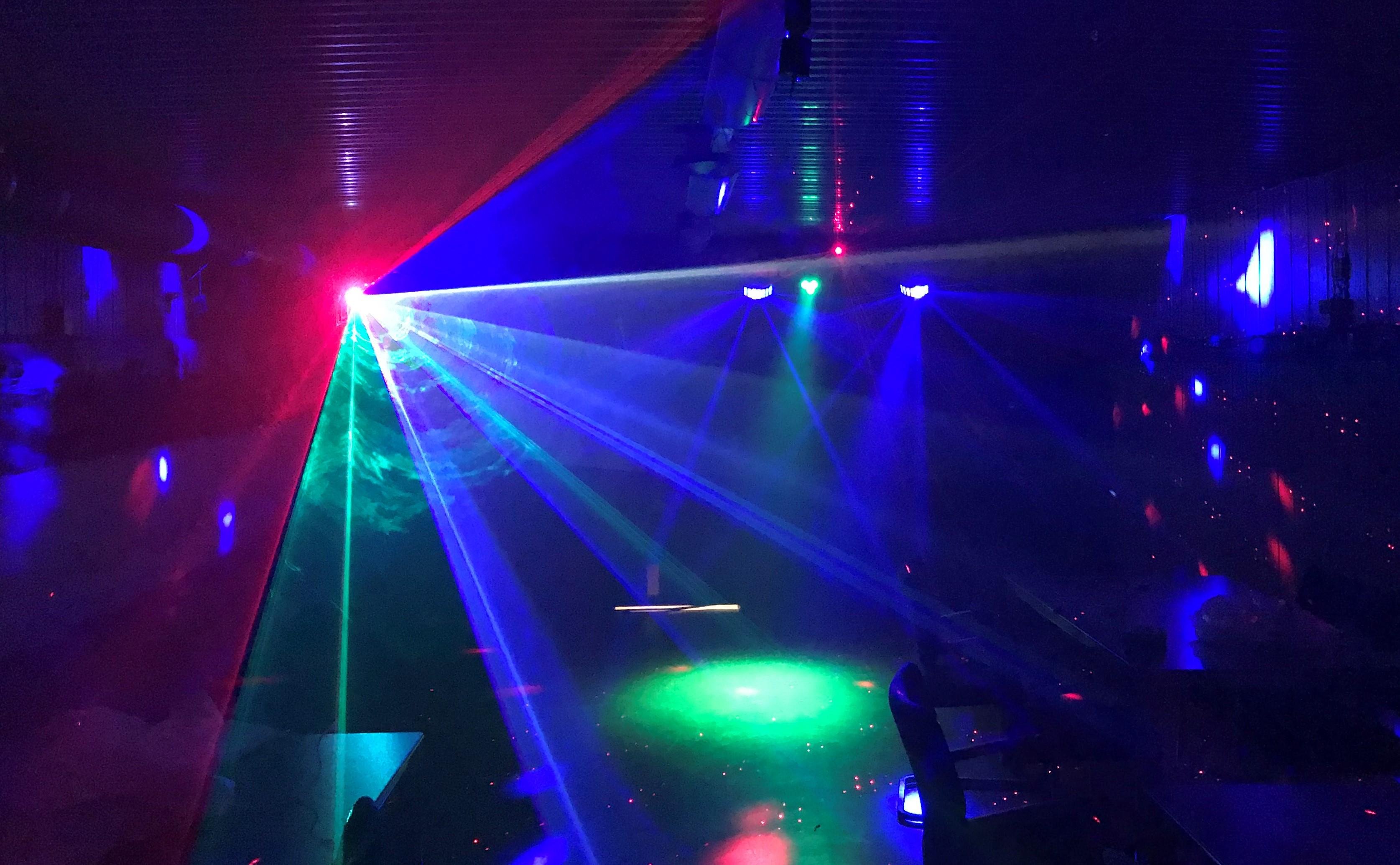 Underholdning med Laser live